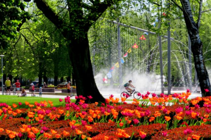 Ventspilis – gėlių, fontanų ir nuotaikingų karvučių miestas!