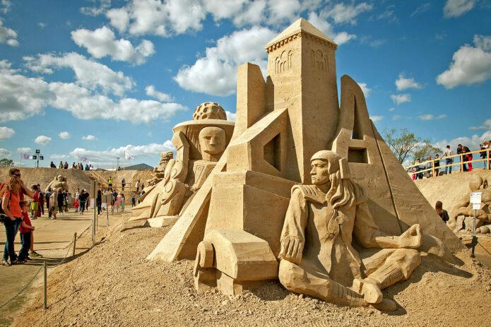 """Smėlio skulptūros, pasakiškas Tervetės parkas ir """"Blūdži"""" sūriai"""